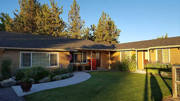 lawn-care-bend-oregon-residential.jpg